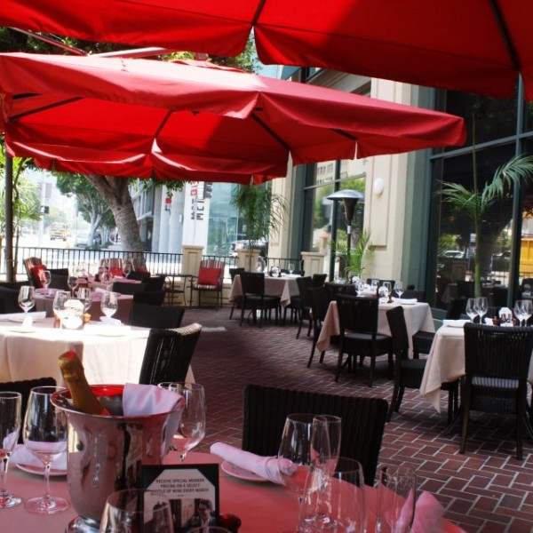 Outdoor restaurant cantilevered patio umbrellas